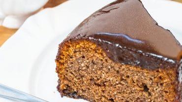 fatia de bolo de chocolate foi